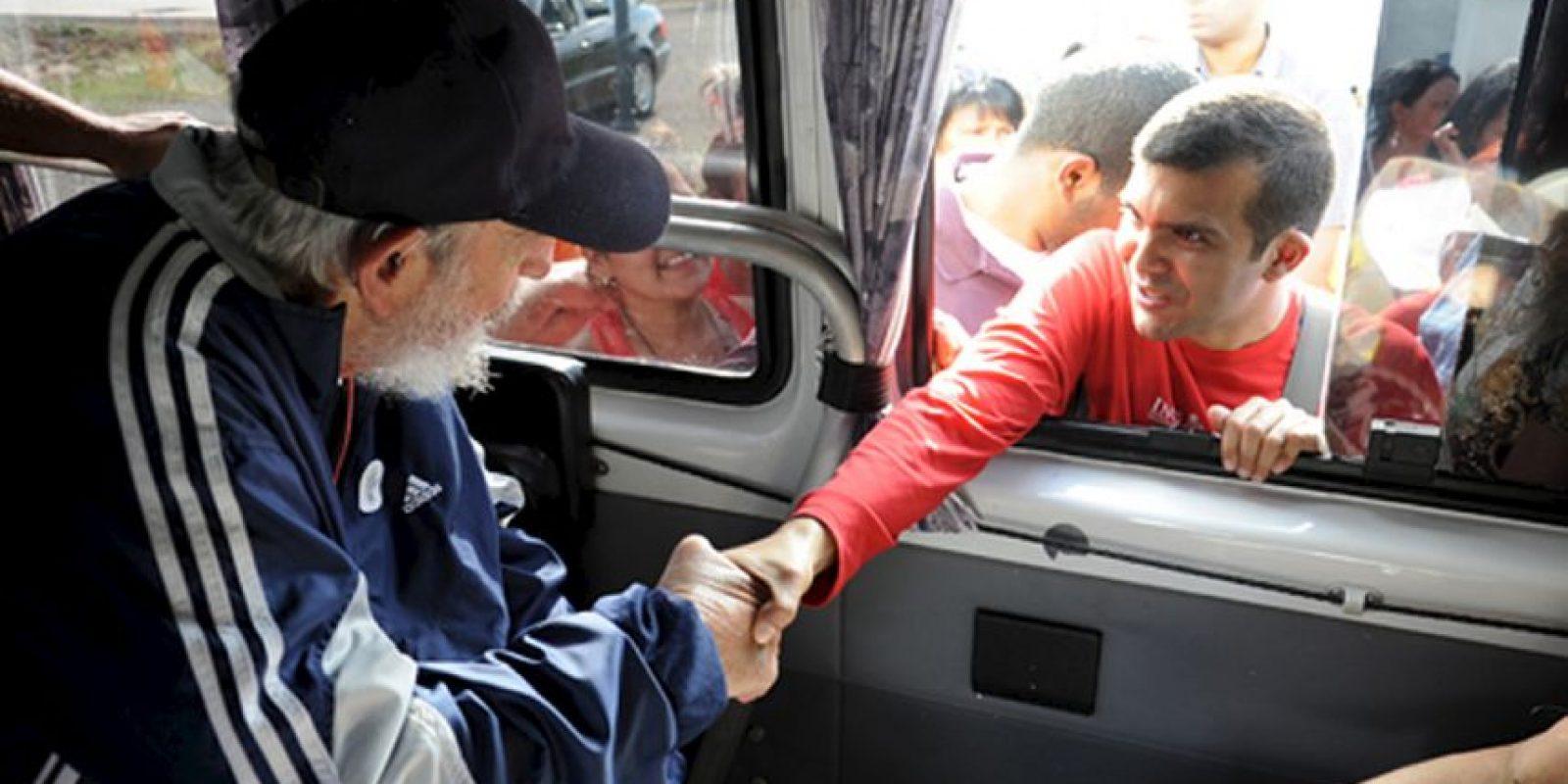 En enero de este año Obama anunció la eliminación de restricciones para viajar a Cuba, aunque aún no pueden viajar con fines turísticos. Quienes estén dentro de una de las 12 categorías establecidas podrán viajar con una licencia general y no tendrán que solicitar una licencia específica como en el pasado. Los viajeros también pueden usar sus tarjetas de crédito en Cuba, acción que estaba prohibida. También pueden traer 400 dólares en mercancía y 100 dólares en alcohol o tabaco. Foto:AFP