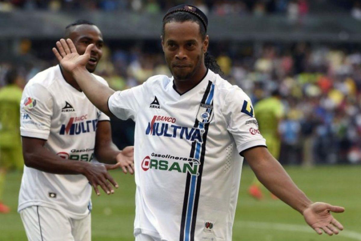 5. Se puede ser exitoso y no perder el piso. El brasileño ha jugado en Barcelona, PSG y Milán y aún así sigue siendo el mismo que debutó en 1998 con el Gremio Foto:AFP