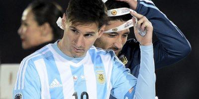 Tras una falta de Marcelo Díaz a Messi, sus familiares protestaron en voz alta, por lo que fueron reconocidos por la hinchada local. Foto:AFP