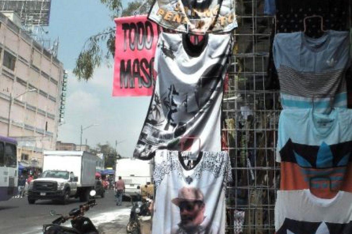 En las calles se puede conseguir una camiseta con la imagen del narcotraficante Foto:AFP