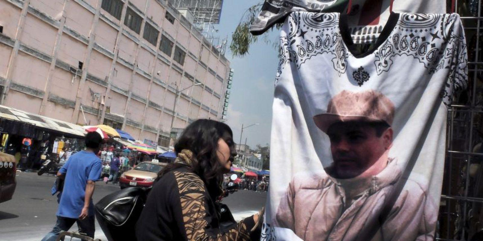 La portada salió días antes de la captura de Guzmán Loera en febrero de 2014 Foto:AFP
