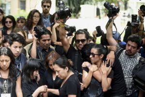 Amigos y familiares del fotógrafo asesinado en México, Rubén Espinosa. Foto:AFP