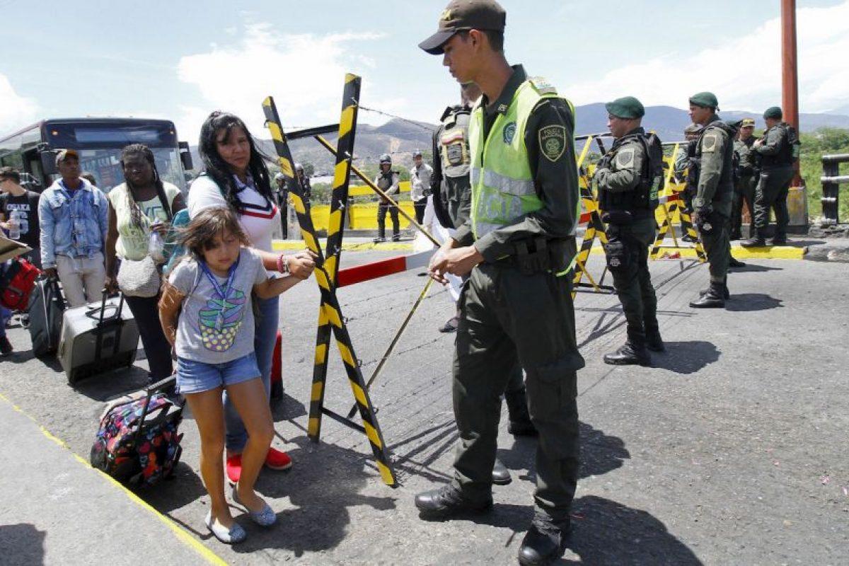"""""""Hemos tratado humanitariamente a todas y cada una de las personas indocumentadas para que regresen a su país y hagan vida en él"""", explicó José Vielma Mora, gobernador de Táchira Foto:AFP"""