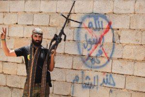 """Mientras tanto, los militantes kurdos luchan contra ISIS"""" Foto:AFP"""