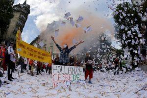 Protestas contra nuevos envases de cigarrillos en Francia. Foto:AFP