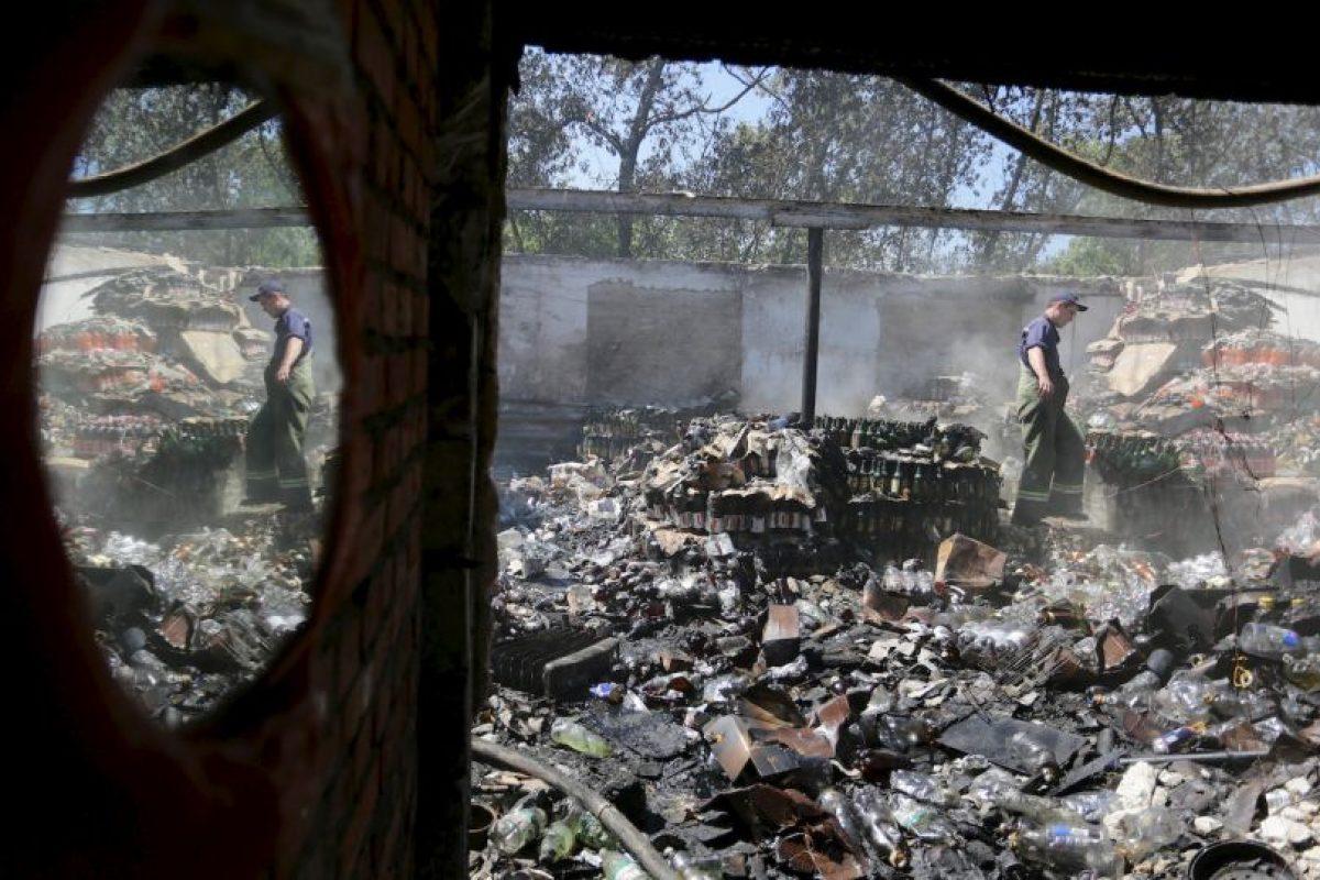 Rescatista en Ucrania. Foto:AFP