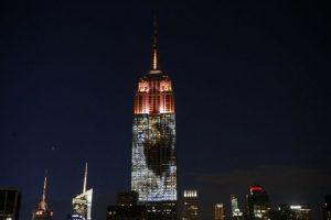 """En el Empire State se reflejaron imágenes de """"Cecil"""" y de otros animales víctimas de cacería Foto:AFP"""