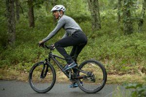 Antes de su regreso la familia dio un paseo en bicicleta. Foto:AFP