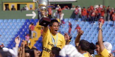 El hondureño de origen anunció hoy su retiro del futbol profesional en una conferencia de prensa. Foto:Publinews