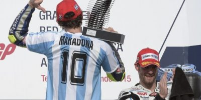 Rossi le rindió un homenaje a Diego Maradona tras ganar en Moto GP