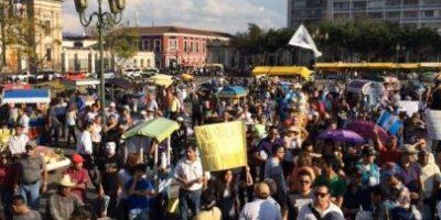Guatemaltecos exigen la renuncia de funcionarios en nueva manifestación