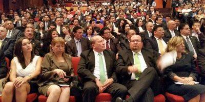 Usuarios en las redes reaccionan a la convocatoria a elecciones 2015