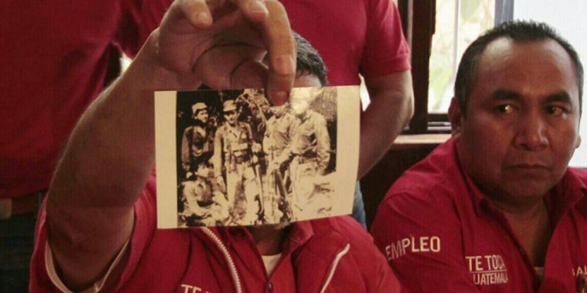 La UNE responde a la fotografía de Torres como guerrillera