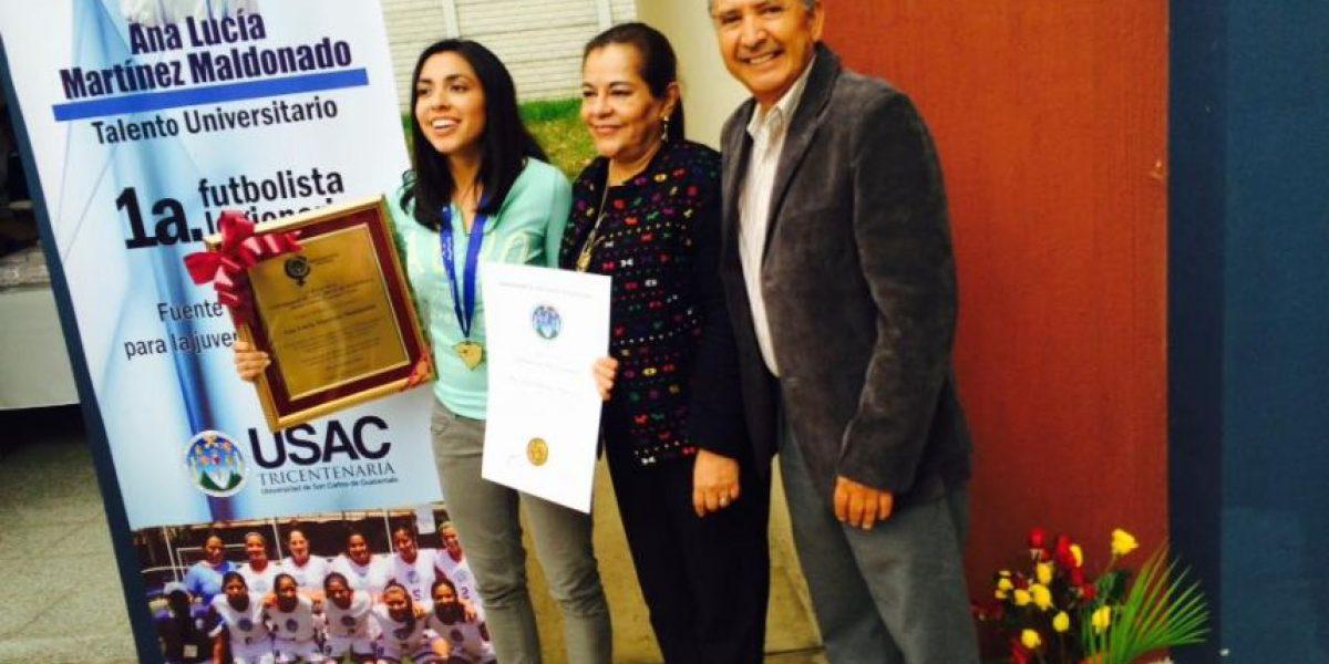La futbolista Ana Lucía Martínez recibe su primer homenaje en Guatemala