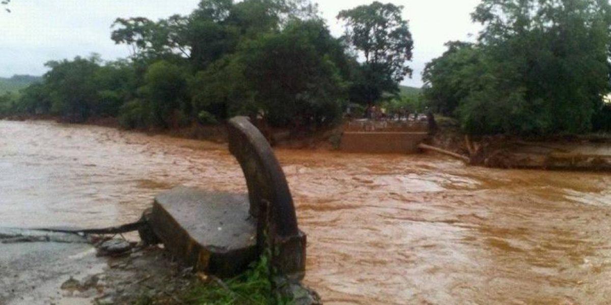 Suman más de mil los afectados por lluvias en Izabal