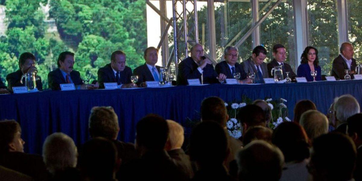 Trece candidatos firman pacto por la libertad de expresión