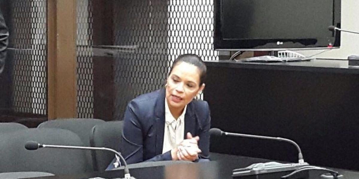 Fotos. Roxana Baldetti, sin grilletes, está en Tribunales desde la madrugada