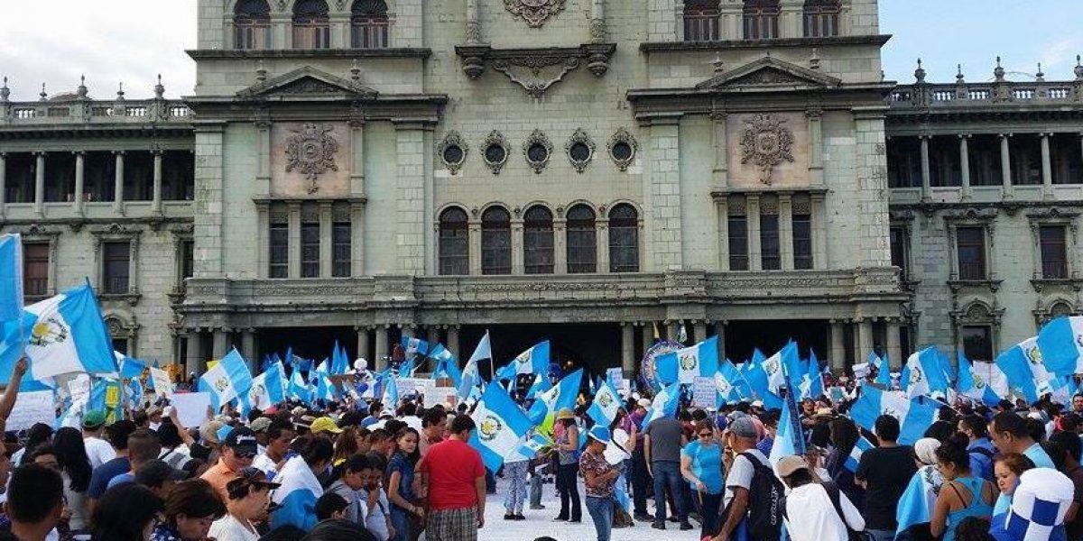 EN VIVO. En una sola voz guatemaltecos piden la renuncia del Presidente