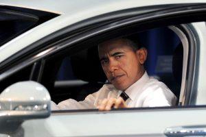 La velocidad promedio permitida de los automóviles en zonas urbanas suele ser de 80 km/h Foto:Getty Images