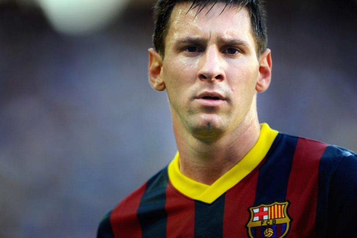 Leo Messi dejó el balón por unos instantes. Foto:Getty Images
