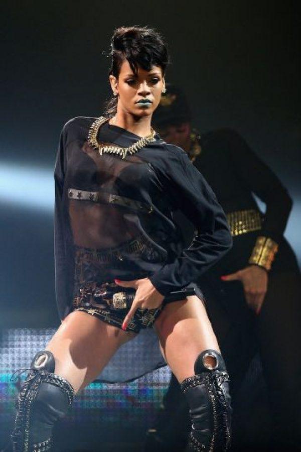 El hombre acusado se fotografió frente a la antigua casa de Rihanna. Foto:Getty Images