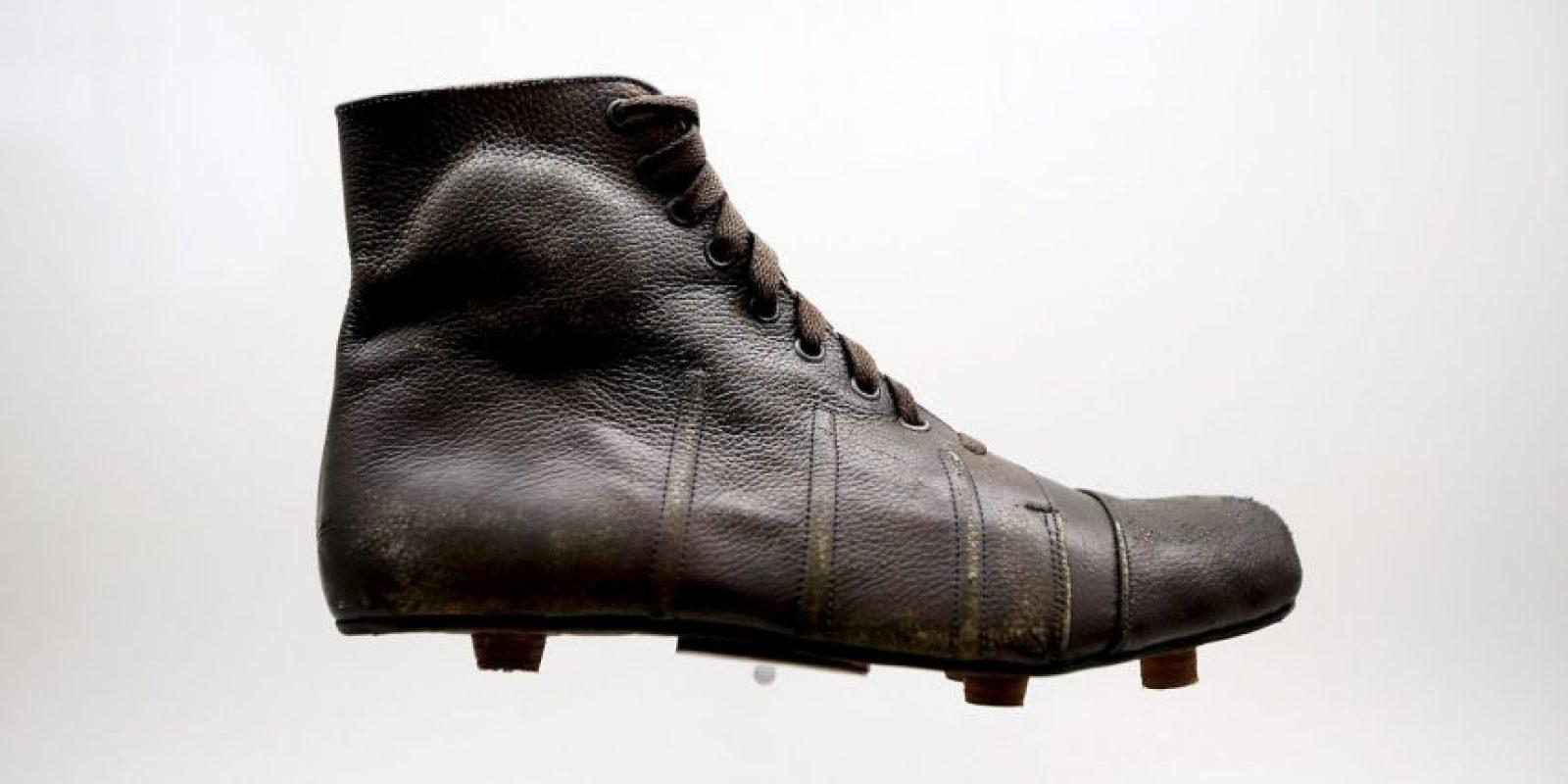 Así eran las botas para jugar fútbol en los años 30. Foto:Getty Images