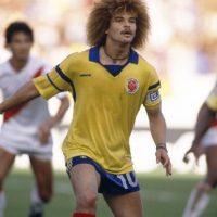 """""""Pibe"""" Valderrama jugando para Colombia a finales de los años ochenta."""