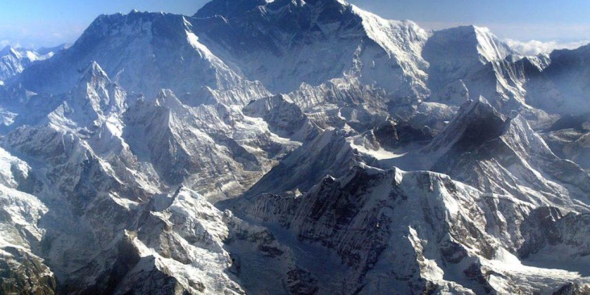 La polémica por altura del Monte Everest tras el terremoto en Nepal