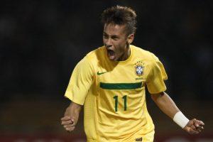 En los últimos años, los uniformes llevan tecnología de punta y que se renueva año con año. Neymar, comenzó a brillar en la Copa América 2011. Foto:Getty Images