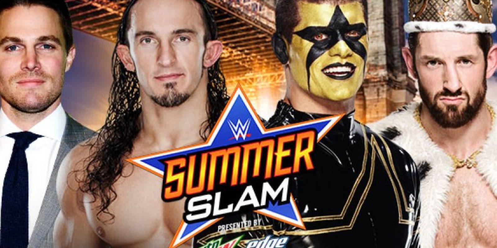 Después de un largo feudo, el actor Stephen Amell, acompañado por Neviile, peleará contra Stardust y King Barett Foto:WWE