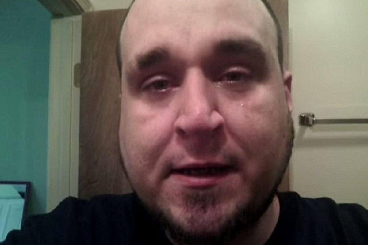 Por eso, Casey Cahill, que los ha sufrido durante 12 años, decidió grabarse en medio de uno para mostrar que todo es real. Foto:vía Youtube/Throw Away