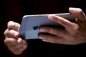 El iPhone se reiniciará (de hecho esa es la única señal de aviso de que algo va mal) Foto:Getty Images