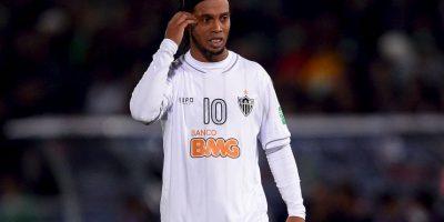 Vio a Ronaldinho vestir la camiseta de su equipo favorito Foto:Getty Images
