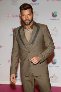 Ricky Martin inició su carrera musical a mediados de la década de los ochenta como vocalista del grupo juvenil Menudo. Foto:Getty Images
