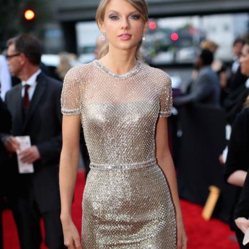 A través de su cuenta de Twitter, la estrella pop, celebró su nuevo récord. Foto:Getty Images