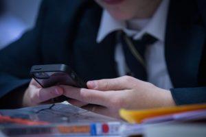 Contestar los mensajes quita tiempo de otras actividades Foto:Getty Images