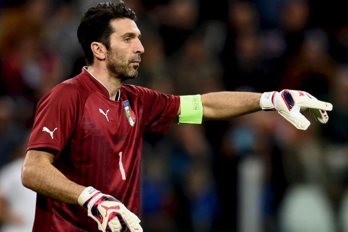 El arco estaría defendido por Gianluigi Buffon (Juventus) Foto:Getty Images