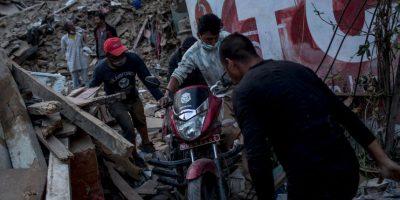 Después del terremoto se sintió una réplica a las 13:00 horas, la cual tuvo una magnitud de 6.7 grados. Foto:Getty Images
