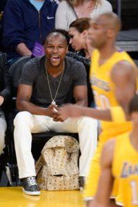 Apostó 5.9 millones de dólares en una final de conferencia entre Heat de Miami e Indiana Pacers. Ganó y se llevó 11 millones. Ya en la final, le apostó a los San Antonio Spurs para ganarse otros 40 millones. Foto:Getty Images