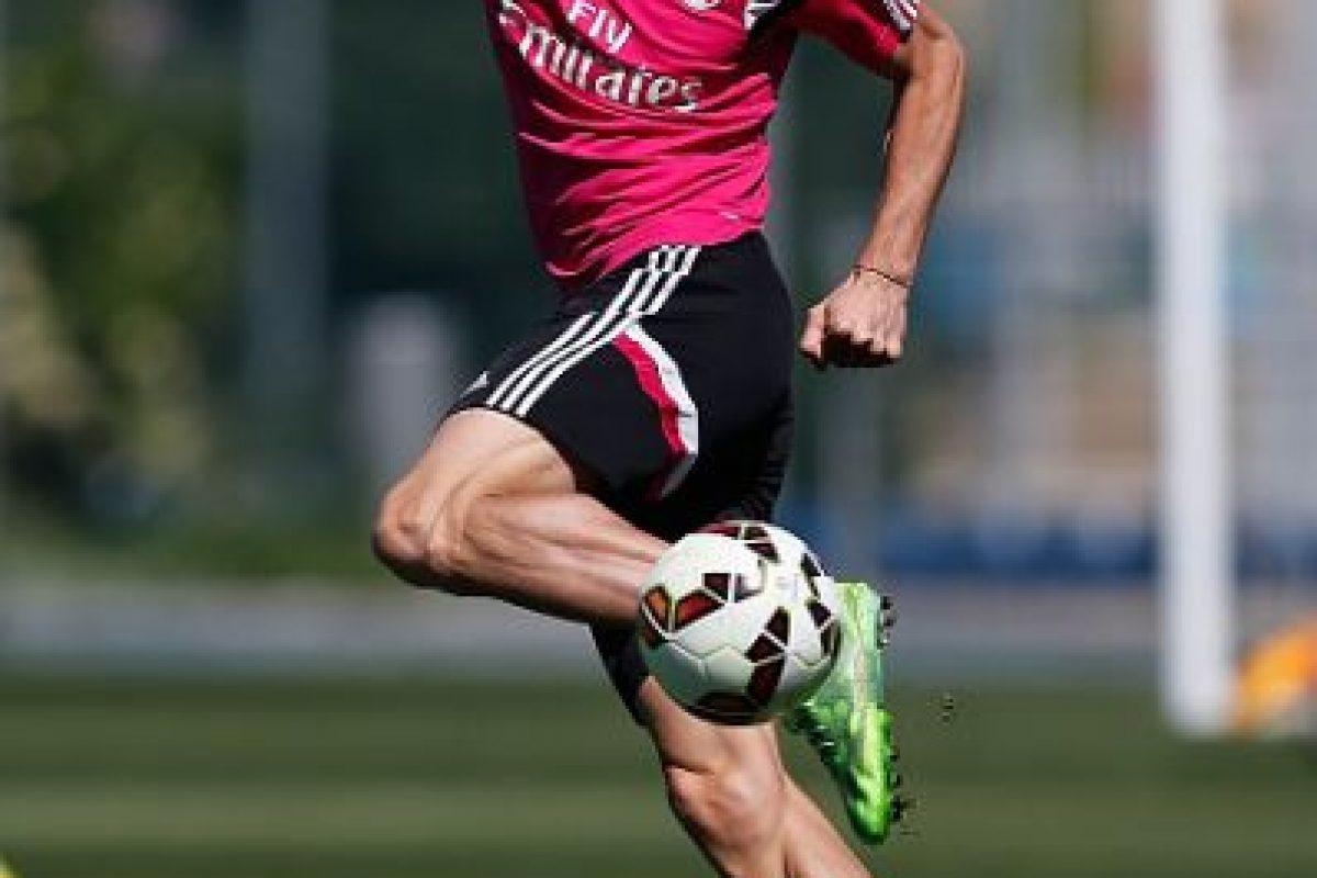 El futbolista galés prefirió ahora, usar el cabello recogido. Foto:Getty Images