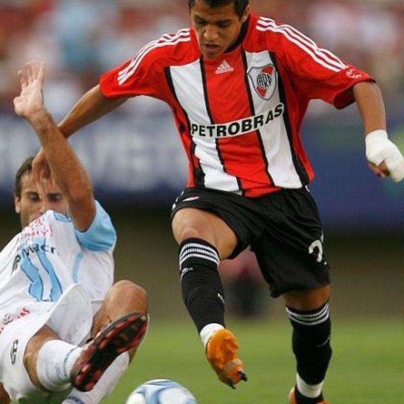 Tenía 17 años cuando debutó con el Cobreloa de Chile en partido frente a Deportes Temuco. Foto:Getty Images