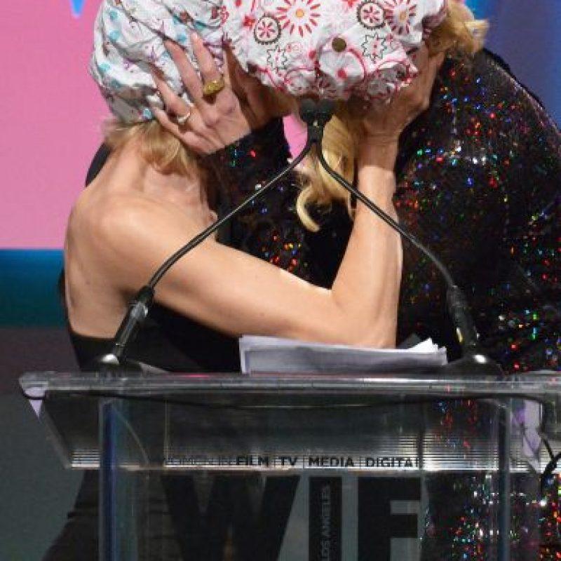 "Naomi Watts y Nicole Kidman se besaron durante los ""Women In Film's Crystal + Lucy Awards"". Foto:Getty Images"