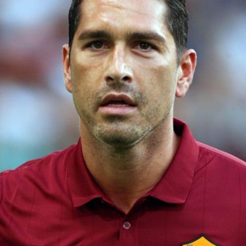 Tenía contrato con el Genoa, pero este fue finalizado en junio pasado y busca acomodo en otro club de Italia. Foto:Getty Images
