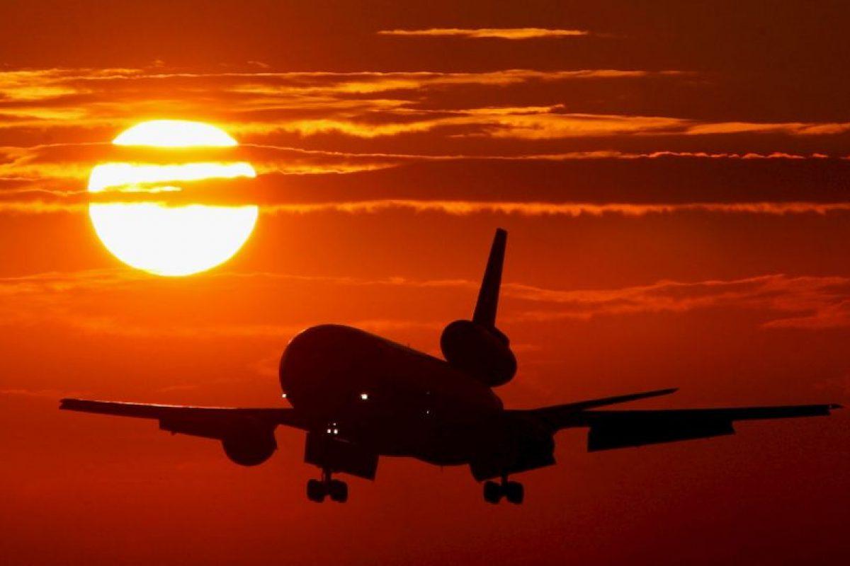 La velocidad de algunos aviones puede alcanzar hasta los 900 kilómetros por hora Foto:Getty Images