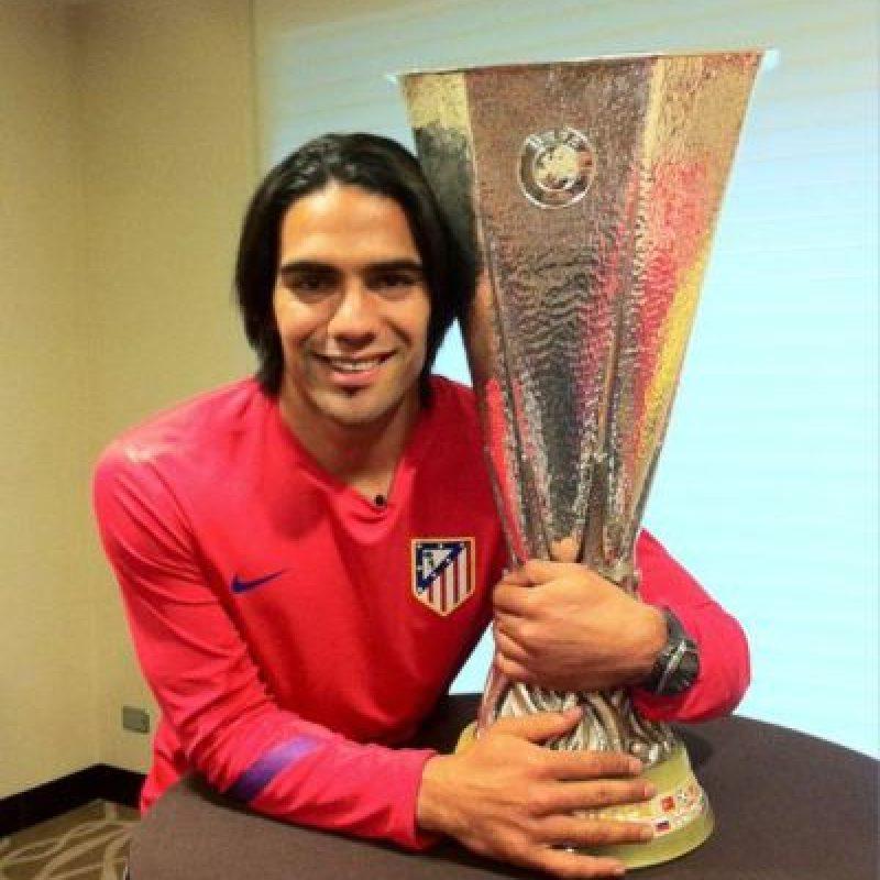 Y de nuevo, ganó el título europeo. Foto:Vía facebook.com/pages/Falcao