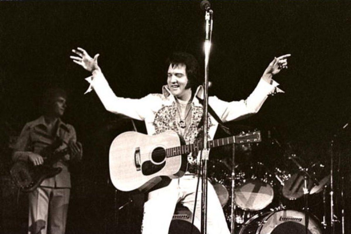Elvis Presley, en un concierto. Murió por sobredosis de drogas. Foto:vía Getty Images