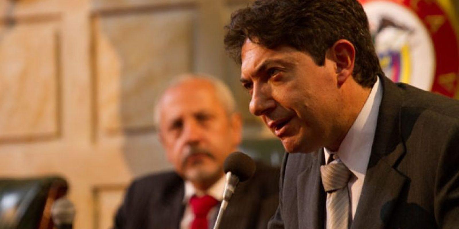 """Ernesto Benjumea era """"Rodrigo Lara"""", basado en el ministro de Justicia Rodrigo Lara Bonilla, asesinado en 1984 por los sicarios de """"Pablo Escobar"""". Este quería extraditar al narco. Foto:vía Caracol Televisión"""