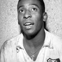 Apenas tenía 15 años cuando debutó con el Santos de Brasil el 7 de septiembre de 1956. Foto:Getty Images