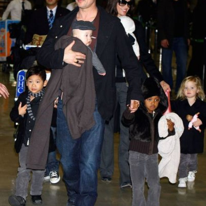 Brad y Jolie cuenta con 3 niños biológicos Foto:Getty Images