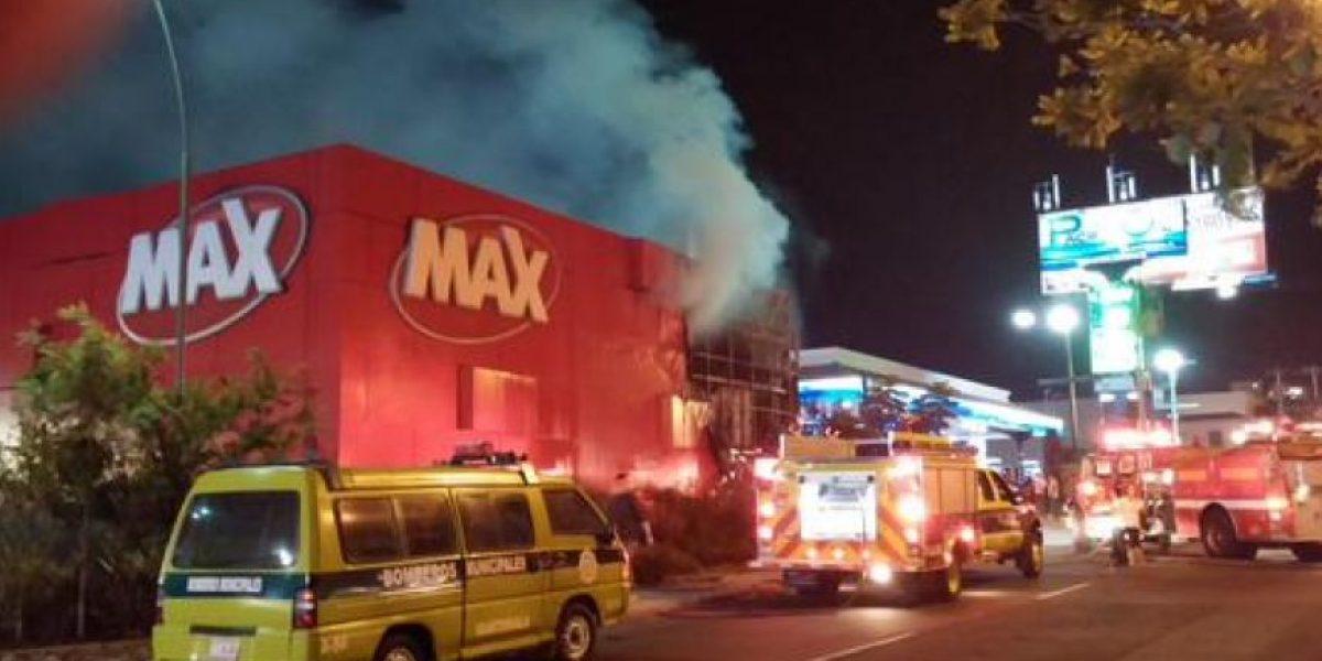 Video. Incendio en tienda Max de Centro Comercial Varietá